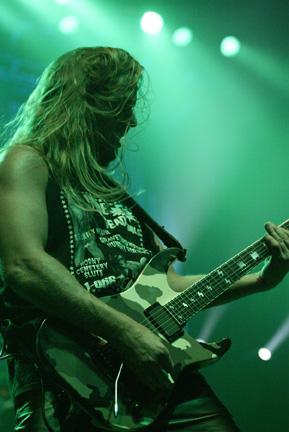 Jeff_Hanneman_Live1_lo