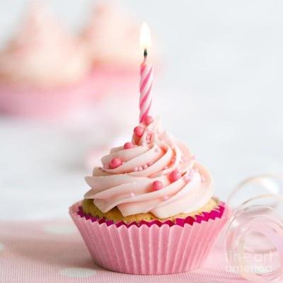 Happy-birthday-cupcake-photography-8-400x400